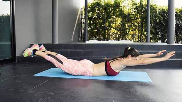 exercice muscler bas dos superman