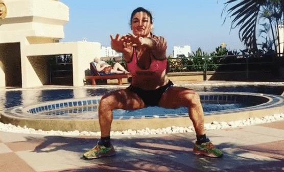 entrainement fessiers exercice squat jump